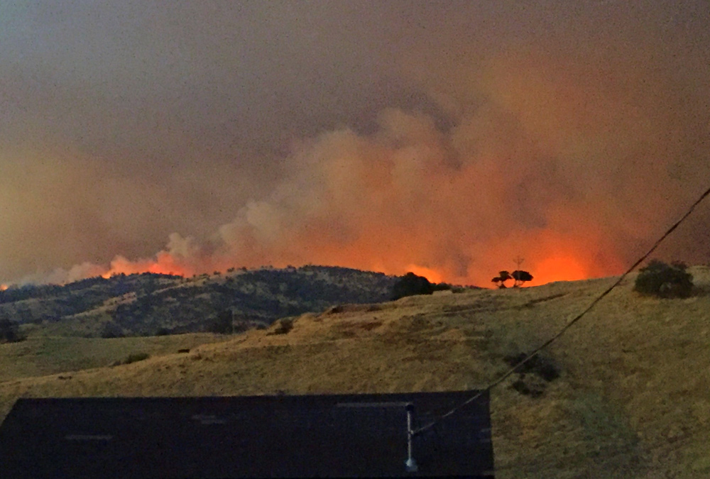 detwiler fire mariposa county monday evening 5 credit barbara milazzo