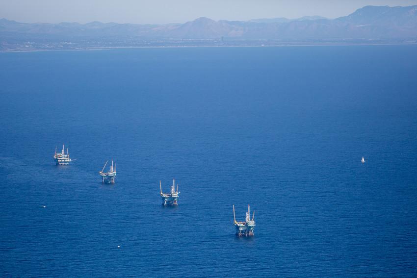 RSoff shore oil rigs CA and san ardo field drew bird photo155 scr